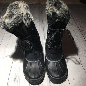 Black khombu snow boots with fur inside size 8
